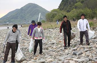 長良川の清掃